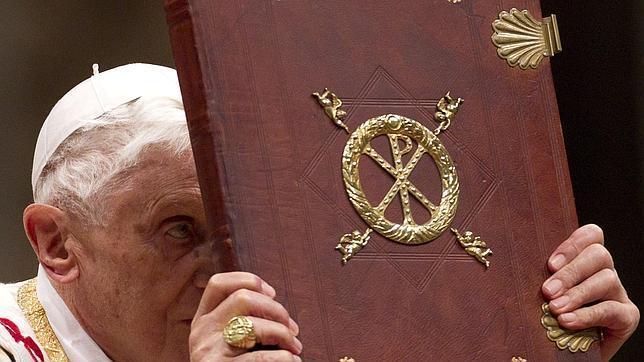 EFEEl Papa Benedicto XVI en una imagen recogida durante la misa de navidad