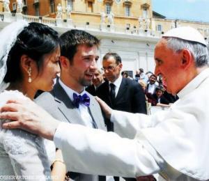 Novios y Papa Francisco