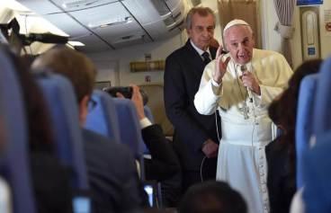 Pobreza, familia, vida, libertad, corrupción y próximos viajes en el encuentro del #PapaFrancisco con losperiodistas