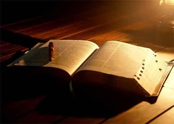 Conozca las 10 frases de la Biblia más compartidas por móvil: son las que sirven para daránimos