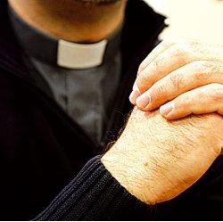 Las 23 razones de un mariólogo y un canonista por las que todo sacerdote debería llevaralzacuellos