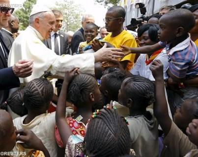 Saludo del Santo Padre Francisco en su visita a un campo derefugiados