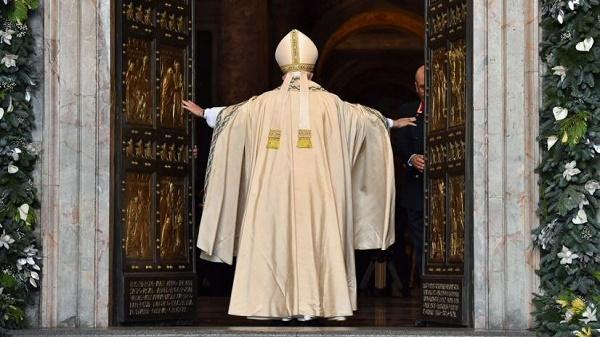 papa-francisco-puerta-santa_20151218172401728613_20151228223425878860.jpg