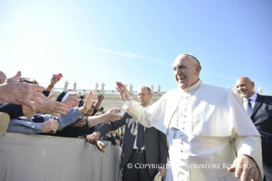 Audiencia general (13 de abril de 2016):No hay santo sin pasado ni pecador sinfuturo