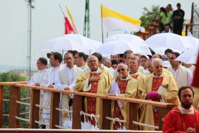 jmj_obisposcatequistas2.jpg