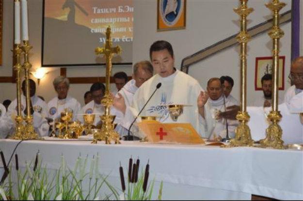 Primer sacerdote nativo de Mongolia celebra su PrimeraMisa