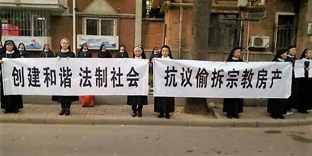China: monjas, sacerdotes y fieles laicos se manifiestan para que les devuelvan unedificio