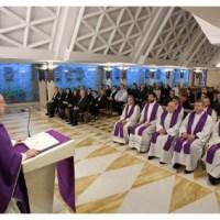 Homilía del Papa Francisco. Martes V semana de Cuaresma: ¿Cómo llevo yo la cruz?
