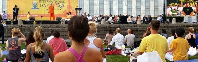 Exorcistas y ex adeptos coinciden: el yoga no se queda en posturas físicas, busca unirnos con«algo»