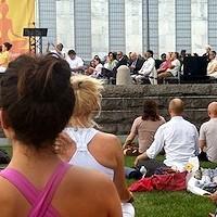Exorcistas y ex adeptos coinciden: el yoga no se queda en posturas físicas, busca unirnos con «algo»