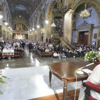 """Discurso del Papa Francisco a religiosos, consagrados y seminaristas: """"Conciencia de ser hombres y mujeres perdonados, fuente de nuestra alegría"""""""