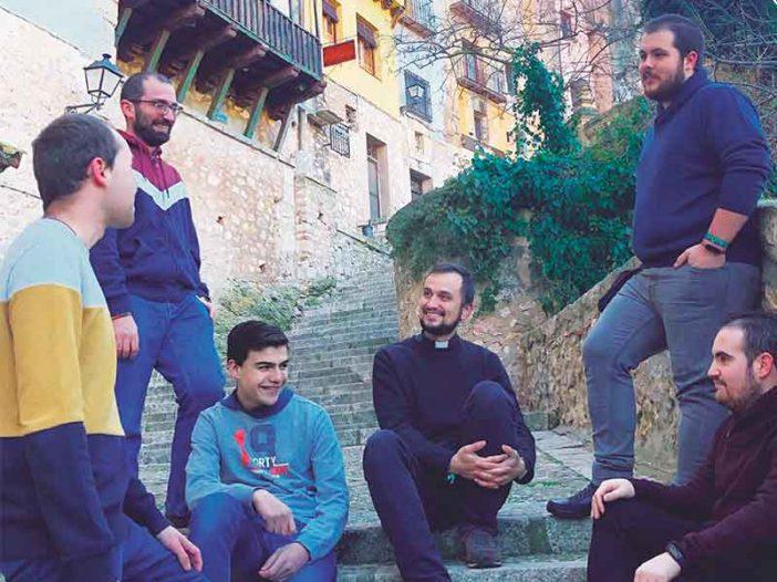 215 aspirantes al sacerdocio ingresaron en los seminarios españoles en el curso2020-2021